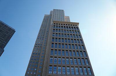 溜池山王駅直結の、巨大なビル