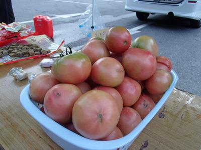 エイドにあった特産の南郷トマト。こういう物は地域の方の協力で出せるのだろう。
