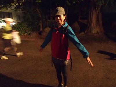 柘植さん。子供の頃運動は苦手だったとか。前回は50km辺り。今回も60km手前で無念リタイア。