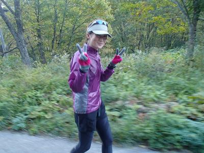 渡辺さん。30km付近、イイペースで走っていました。前に出た大会では70kmリタイアだったのが今回は見事完走。