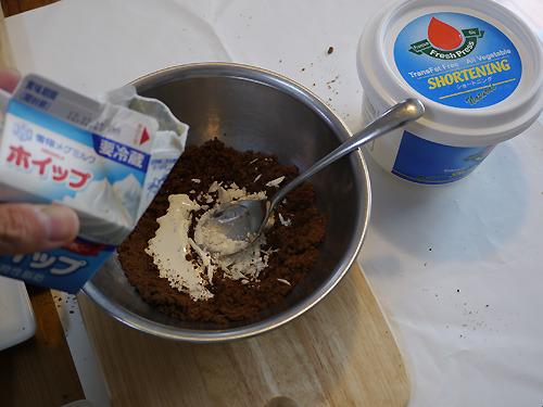 バターではなくショートニングを使ったのはできるだけチョコチップクッキー本来の味を変えたくなかったから。
