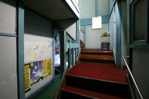 旅館というかむしろ学校建築のような印象を受けた