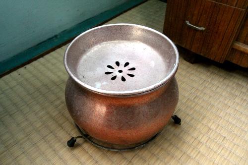 炭を入れる暖房器具だろうか、こういうのも置かれていた