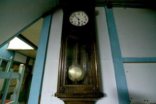 これまた古そうな振り子時計があった