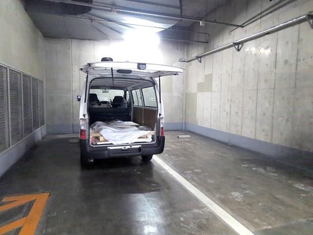 ギャラリーの入っている「クイーンズスクエア」地下駐車場。うきうき。