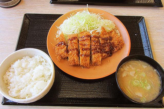 みそ汁がデフォルトで豚汁ってのが素敵。豚汁は+52円で大盛りに出来ます。