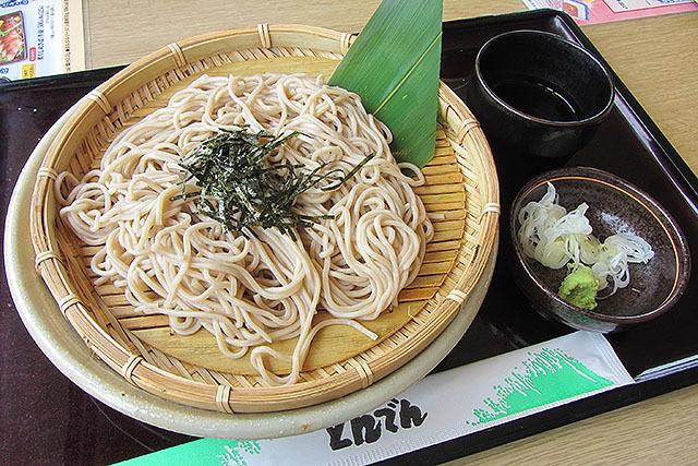 北海道ざるそば。630円。間違いなく美味い。和食ファミレスでは一番の蕎麦です。
