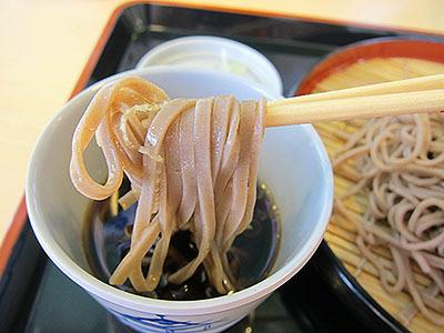 蕎麦自体は美味い。が、つゆがちょっと弱い。でも380円の蕎麦としては十分以上に美味いのでまた食べたい。
