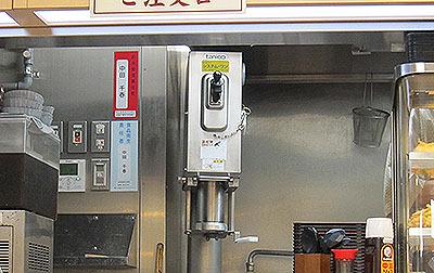 押し麺機という機械です。