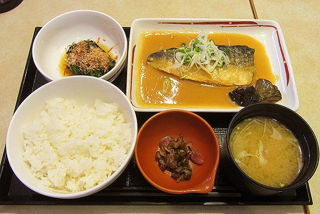 甘めの白味噌が鯖と合っている、さばの味噌煮和膳。733円。