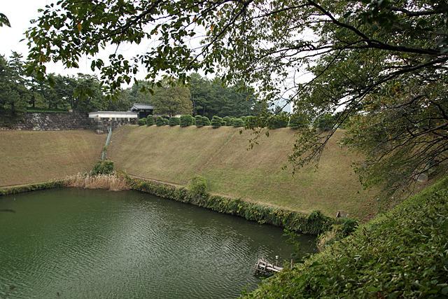 上流側(千鳥ヶ淵)の方が水位がかなり高い