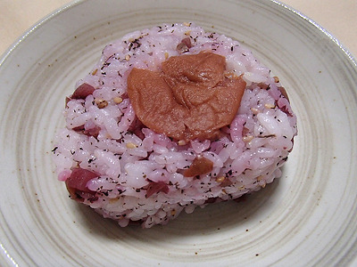 梅を甘く煮た梅ジャムは普通にありますね。