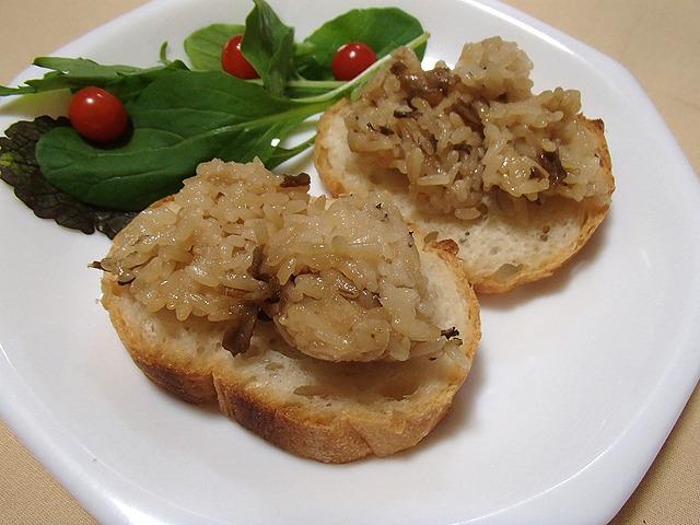 キノコごはんジャムパン。もう少し濃い目の味に炊かれたものならよかったか?