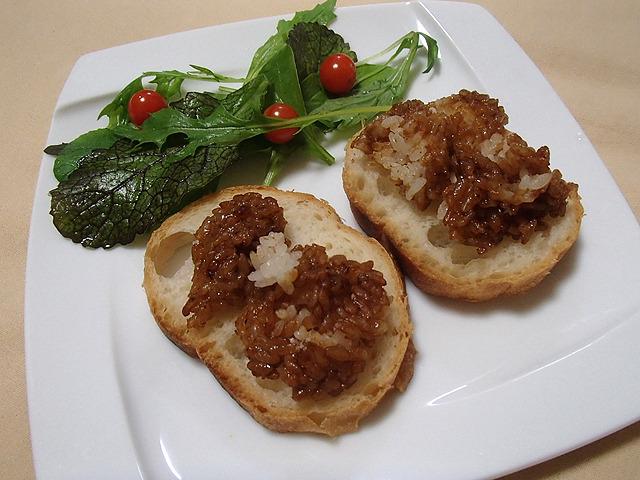 焼きおむすびジャムパン。中まで醤油じゃないので白米の味もあり。