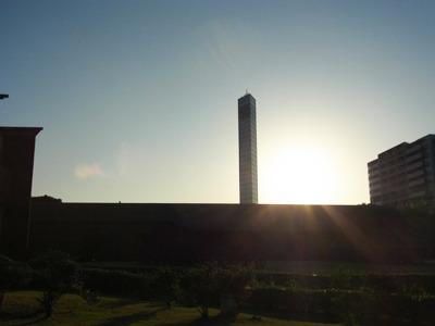 ずっと見えてるのに遠いタワー。やたらと神聖に見える