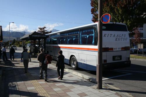 バスに乗って黒部ダムの入口、扇沢を目指す