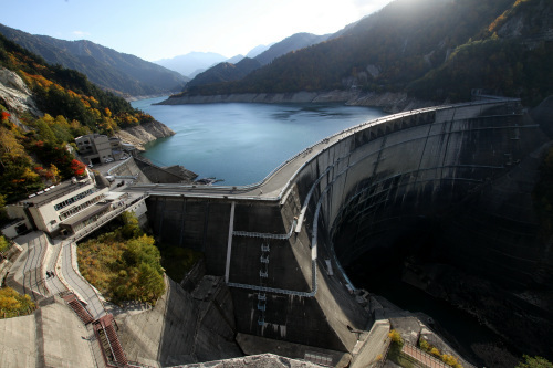 そうして到着した黒部ダム、さすがの貫録である