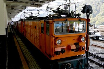 黒部峡谷鉄道の電気機関車が武骨でカッコいい