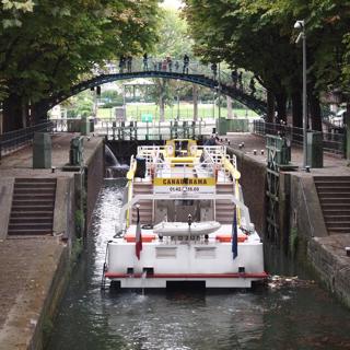 そしてこの運河のロックゲートは二重である。一度水位をあげて扉を開けて