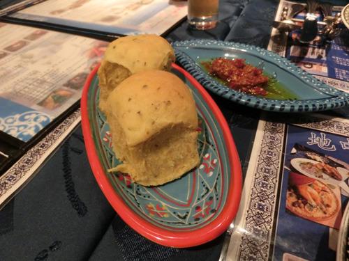 まずチュニジアのパンが出た