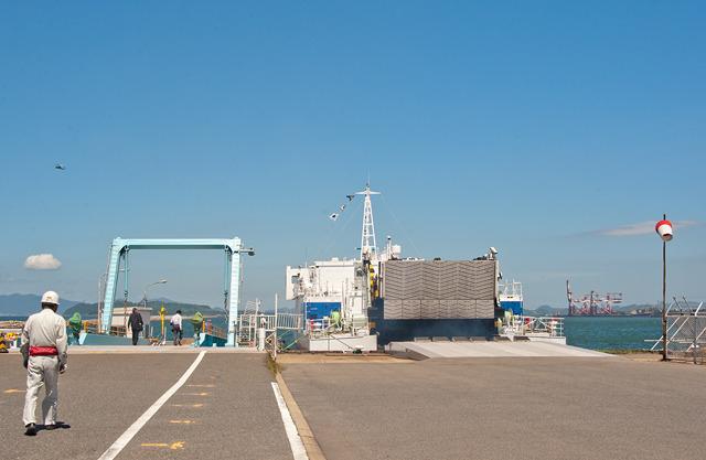 船に乗り込まんとしているところ。船内の写真は撮りづらかったので撮ってない。