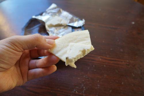 イタリアへの友好の思いをこめてチーズを塗って食べなおした
