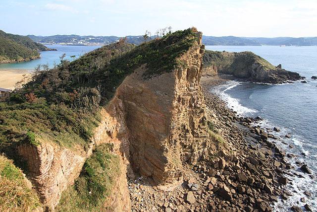 ここなんかも、左側から斜面を登っていって崖っ淵に出たことを想像すると死にそう。