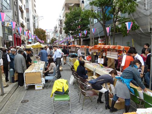 全国42都道府県くらいの人は「祭りできるくらい古本屋あんの?」と思うはず。