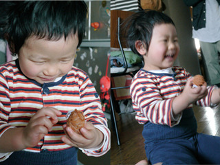 後で大北さんが送ってくれた写真。渡すとすぐ笑顔になり「ゴムちゃん」と名づけてくれたそうだ