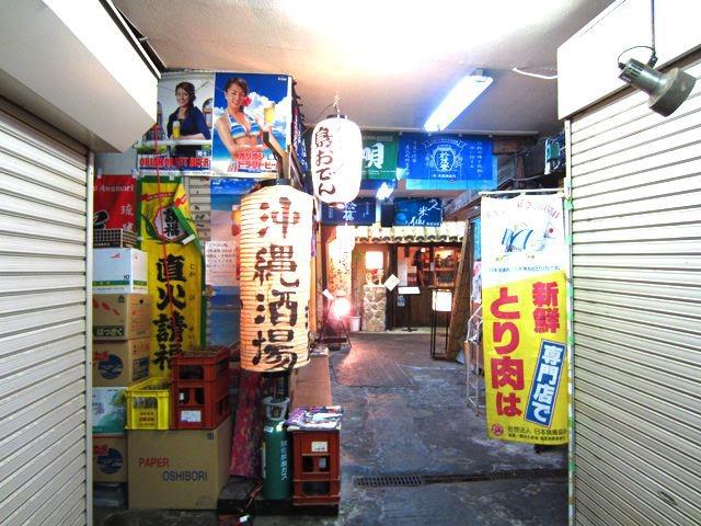 ここが大都市場か。沖縄料理屋さんがある。たぶんこの沖縄タウンで、メインの場所らしい。