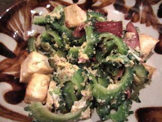 直送野菜のゴーヤチャンプルーは、ちゃんと苦くていい味。