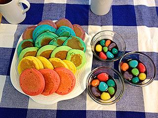 2012年の6月に作ったレインボーパンケーキとレインボー白玉。