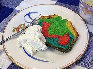 サイケケーキも作った。悪夢みたいだ。