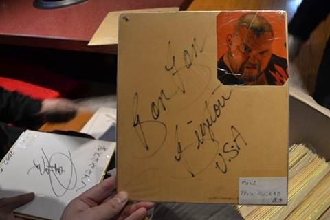 2007年に亡くなったバンバン・ビガロのサイン