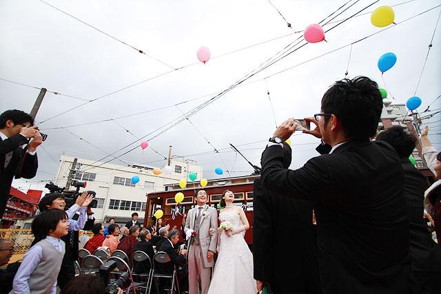 実際これは定期的に誰かこの日に結婚してもいいんじゃないかというくらい、祭りの雰囲気にマッチしていた。
