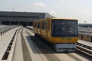 参考)成田空港の小さい鉄道