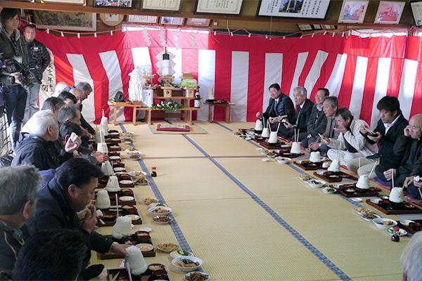 ま、こんな大人数がもそもそ大飯を食らっているのも中々すごい光景ですが