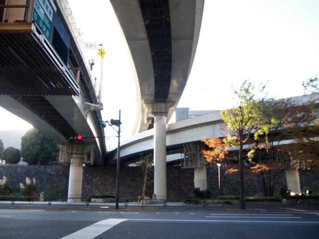 15:00 石垣の上からにょきっと姿をあらわす竹橋ジャンクション着。