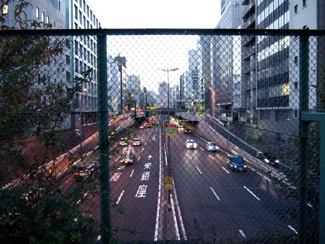 江戸橋ジャンクションから、スタート地点である浜崎橋ジャンクションまではほぼ一直線。かつての川底を走る、めずらしい道路である(このあたりのことは以前もう少し詳しく書いたのでよろしければどうぞ)