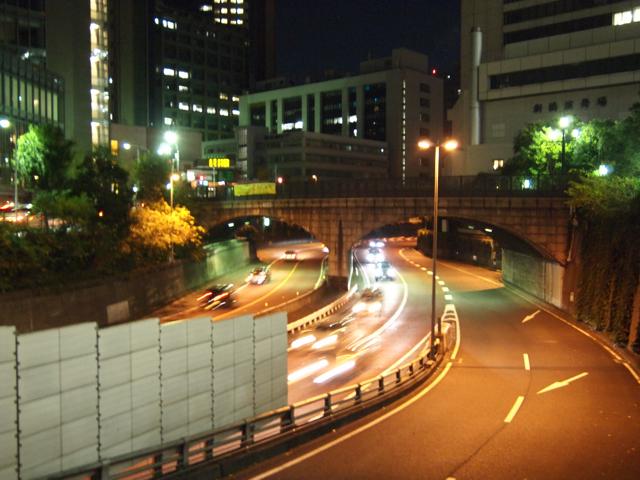 ここが川だった時代から架かる82年目の釆女橋。鉄筋コンクリート製。意外と新しい。
