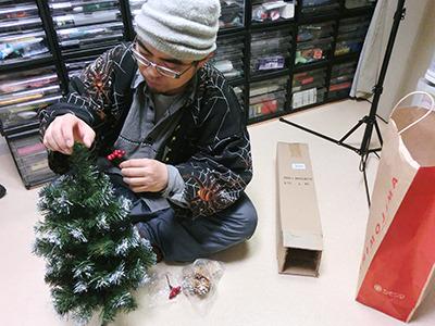 ハンズは何でもあるが、1000円でお釣りが来るクリスマス気分までは置いてないだろう。