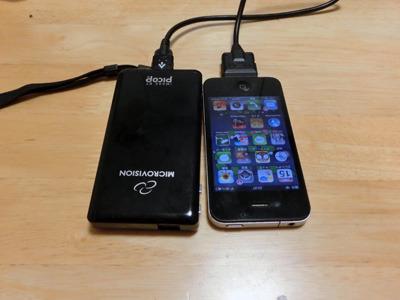 iPhoneと同じサイズのプロジェクター。小さいのはすばらしいがあんまり明るくない