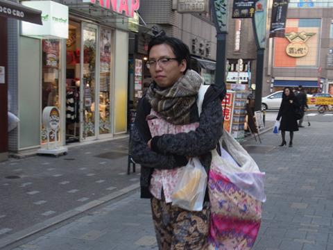 上野に移動。「この街は地味だな~」と師走の街に生命感あふれる男が一人