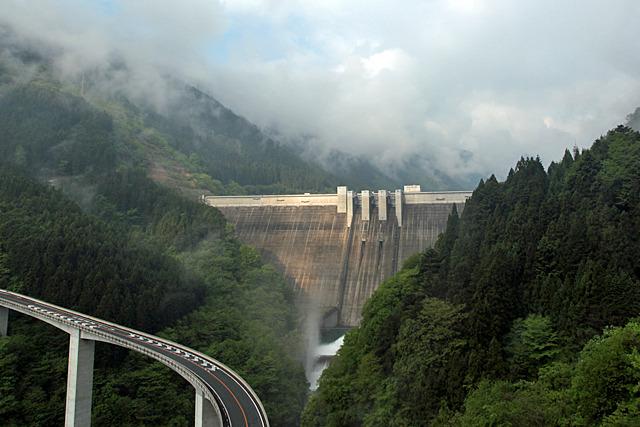 たとえば滝沢ダムは昨年度の土木学会技術賞を受賞