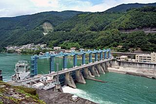 日本三大暴れ川のひとつ吉野川を締めるクローザー、池田ダム