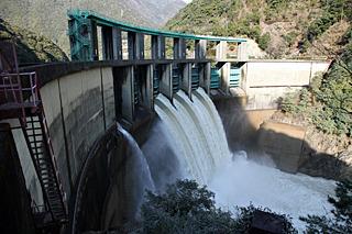 ノミネート1は奈良県の二津野ダム。去年の豪雨で発電所が使用不能になったため流れてきた水をそのまま放流していた