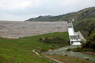 ノミネート3は福島県の摺上川ダム。巨大ロックフィルダムは春先に雪融け水を豪快に放流していた