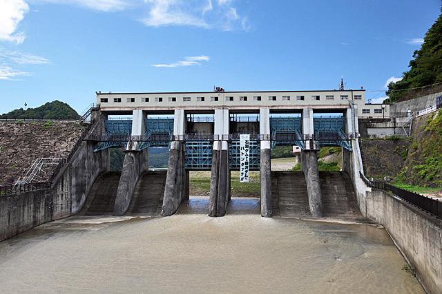 巨大ダムに役割を引き継ぐ石淵ダム