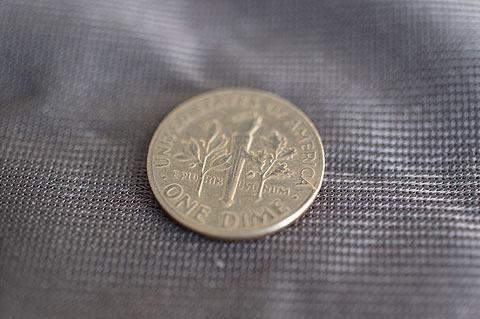 ものすごく巧妙にできてるコインマジックの道具。巧妙過ぎて今では仕掛けがあるコインだったか本物のコインだったかわからなくなってしまった。