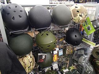 訓練用から実戦用までヘルメット各種!
